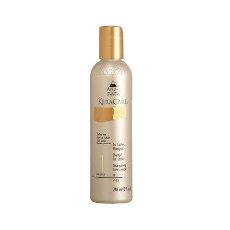 Shampoing 1ère Mousse - KeraCare - 1st Lather Shampoo. Conçu pour une utilisation avant un shampoing revitalisant, le shampoing première mousse de KeraCare nettoie en profondeur les cheveux. Aide les cheveux à absorber les revitalisants lors du une second shampoing avec l'un des shampoings de la gamme Keracare. Les cheveux répondent mieux à des traitements revitalisants et au coiffage final. N'entraine pas de sécheresse et ne laisse pas fine pellicule. Convient à tous types de cheveux…