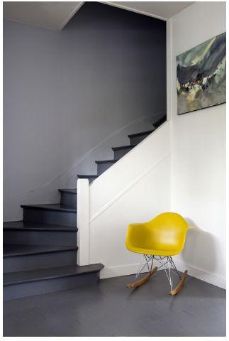 Eames rocking chair and a lovely painting. http://www.designaanbiedingen.nl/da/rar_schommelstoel_rocker_WEProd.htm