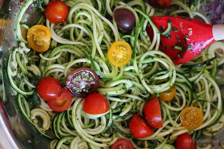 Connection+Recipe:+Raw+Spiralized+Zucchini+Noodles+with+Tomatoes+and+Pesto