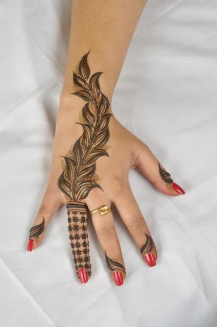 #henna #mehendi #lovely #beautiful #hand #design