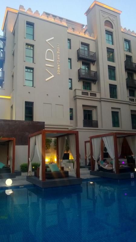 Vida hotel dubai with nice lounge for drinks and snacks for Nice hotels in dubai