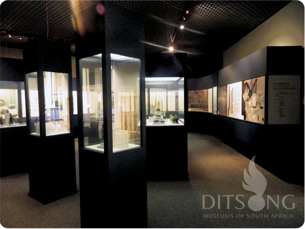 DITSONG: National Museum of Cultural History. Sculptured in clay: 1000 year old clay figurines from Schroda in the Limpopo Province	.
