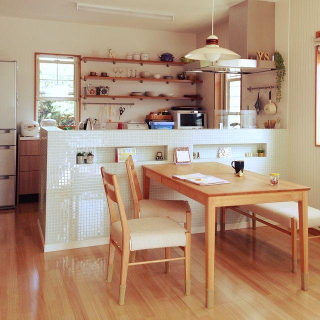 nekomusumeさんの、キッチン,新築,オープンシェルフ,お気に入りの食器,小さな白い家,モザイクタイルのキッチンカウンター,北欧柄の食器,ダイニングテーブル&チェア,カフェ風にしたい♡,のお部屋写真