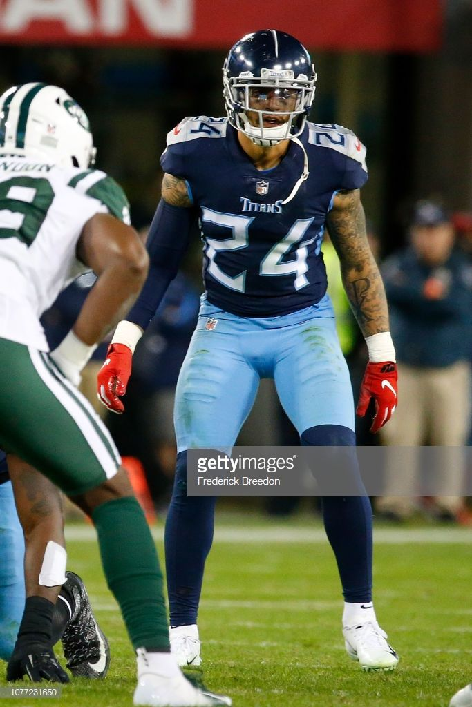 aa617119 Strong safety Kenny Vaccaro of the Tennessee Titans plays against ...