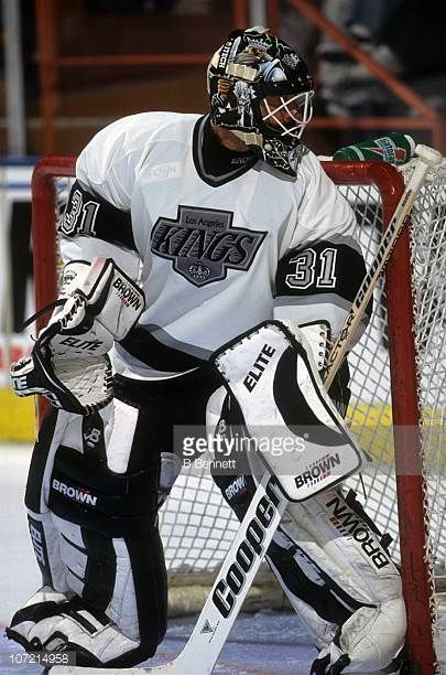 goalie-grant-fuhr-of-the-los-angeles-kings-defends-the-net-during-an-picture-id107214958 (405×612)