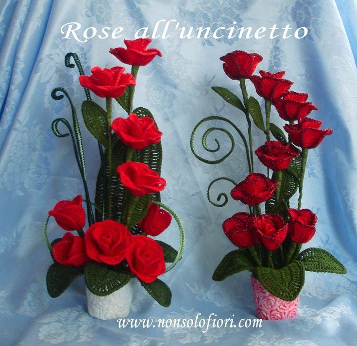 Composizione di rose all'uncinetto ❤️❤️❤️ cm 20 largh. h cm x 40 vaso bianco #centrotavola #uncinetto #Valentinesday #crochet #centerpiece #sanvalentino #rose #flowers