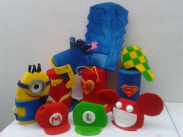 Sombrero hule espuma personajes
