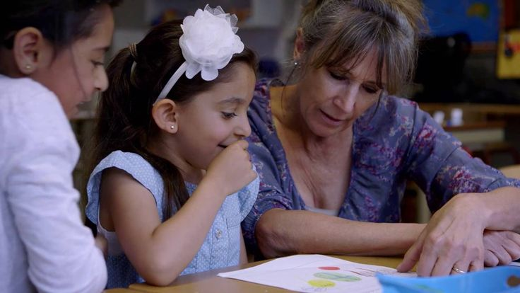 Trailer DE KINDEREN VAN JUF KIET / the children of Teacher Kiet. She teaches  children-refugees from Eritrea, Iraq and Syria Dutch. She's strict, but also very loving. Popular documentary at IDFA Amsterdam (Nov. 2016).