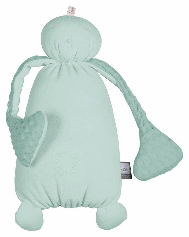 Een heerlijk zachte knuffel mag natuurlijk niet ontbreken in een kraammand. Neem bijvoorbeeld deze knuffel Bou van Koeka. Super zacht en schattig. En in de kleur mint kan het voor zowel een jongen als een meisje! http://www.blauwlifestyle.nl/nl/koeka-bou-knuffel-mint-groen.html