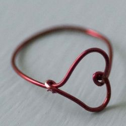 A Wire Heart Finger Ring DIY.  Make one for yer sweetie!