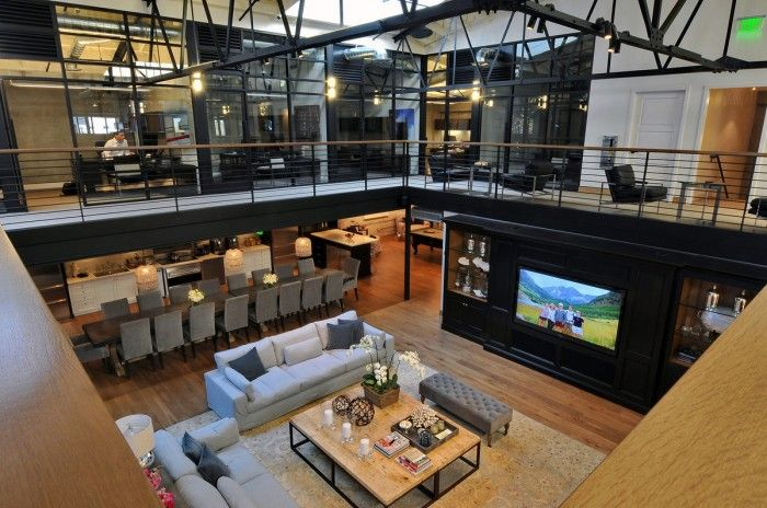 San Diego tenant representation firm Hughes Marino worked closely with Gensler to develop an office design which creates a homelike atmosphere for employees and guests.