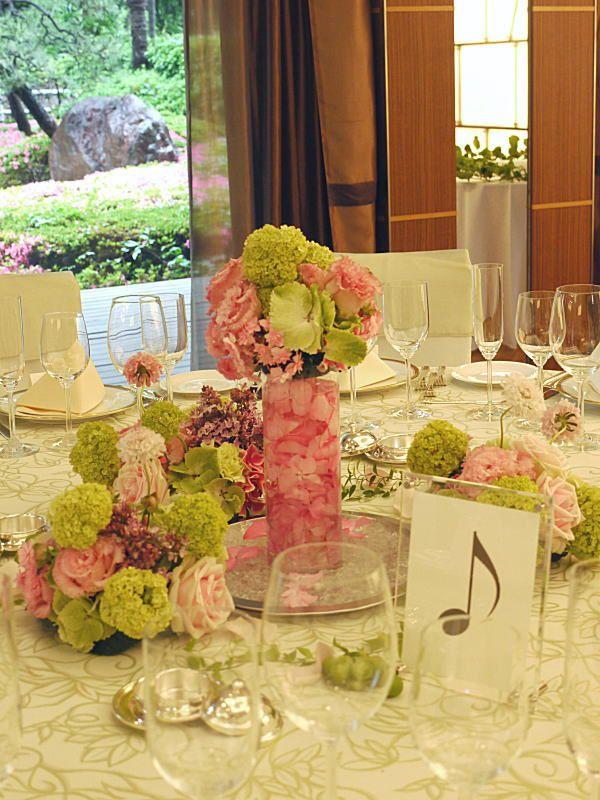 今日、ホテルニューオータニのアーチェロの間へ お届けした装花。 一昨日のお隣の部屋です。  ピンクとグリーンで。  最初から「一会...