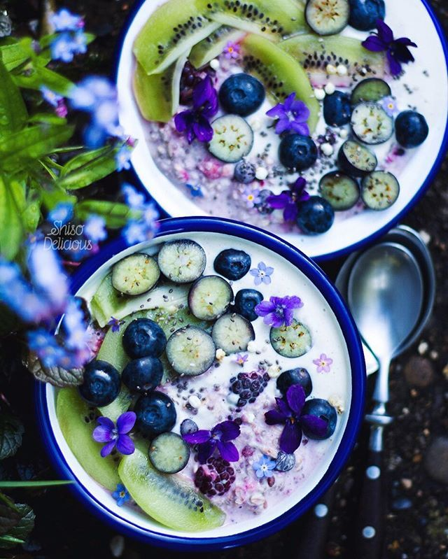 Overnight oats with chia, flax seed, cardamon and mixed berries (frozen, and stirred into the oats last night along with the seeds and plain water), cashew cream (cashews soaked overnight and blended with a couple of dates + vanilla in the morning), violets and forget me nots from the garden.