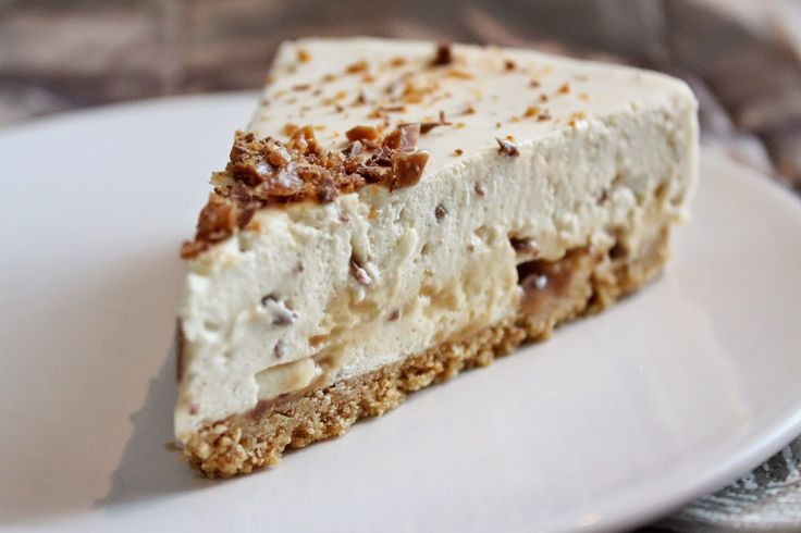 Valkosuklaa-daim-juustokakku