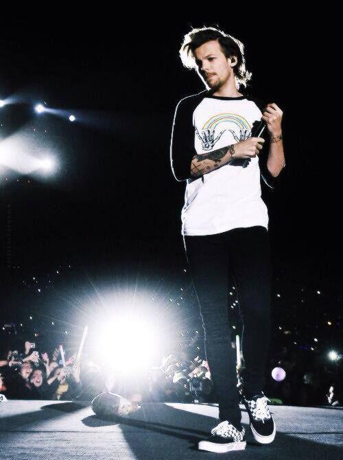 Esa mirada dios es hermosa Louis <3