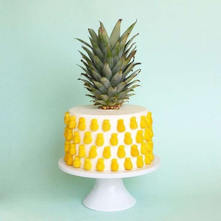 Obsessed with your pineapple cake @alanajonesmann! ✨ #ABMlifeissweet