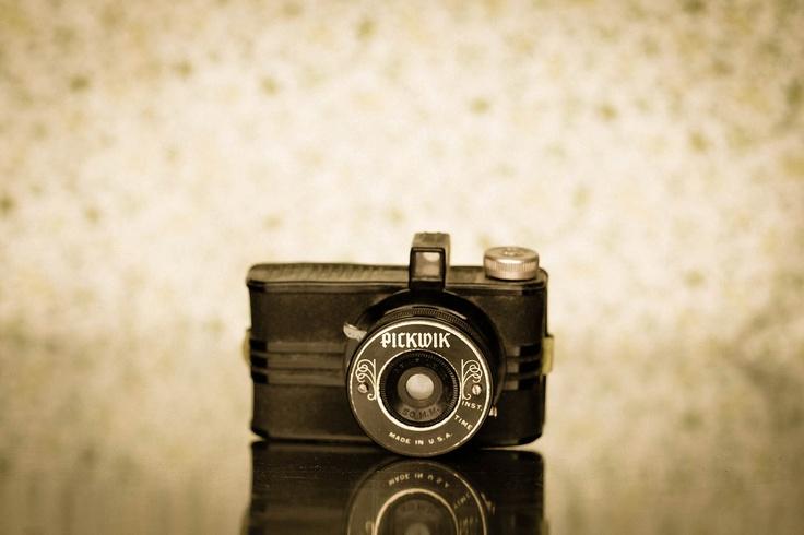 Vintage 1930s Pickwik Bakelite Camera