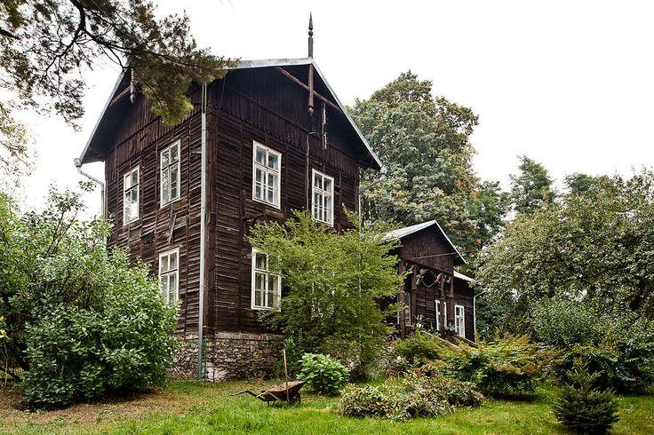 Leśniczówka w Krzeszowicach wzniesiona w drugiej połowie XIX wieku dla rodziny Potockich. Obecnie - budynek mieszkalny.
