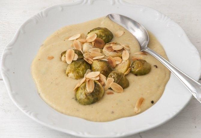 Sült kelbimbó főzelék pirított mandulával recept képpel. Hozzávalók és az elkészítés részletes leírása. A sült kelbimbó főzelék pirított mandulával elkészítési ideje: 70 perc