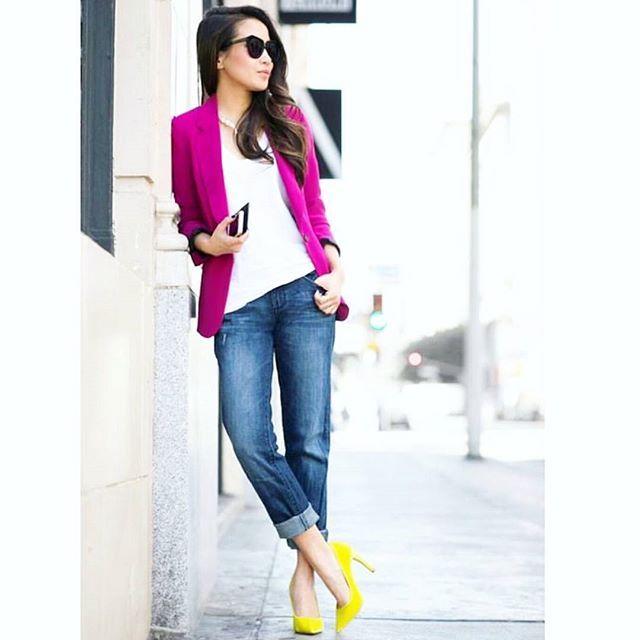 Porque amanhã é sexta-feira e a gente merece muita cor... hahah... 😀  #looktrabalho #lookdodia #lookwork #lookoftheday #job #work #look #style #streetstyle #modanotrabalho #moda #blogueirasrecife #blogueirasunidaspe #blogger #blogdemoda #miniblog #alfaiataria #blazer #instafashion #instablogger #instablog #ootd #looktrabalho #color #blazer