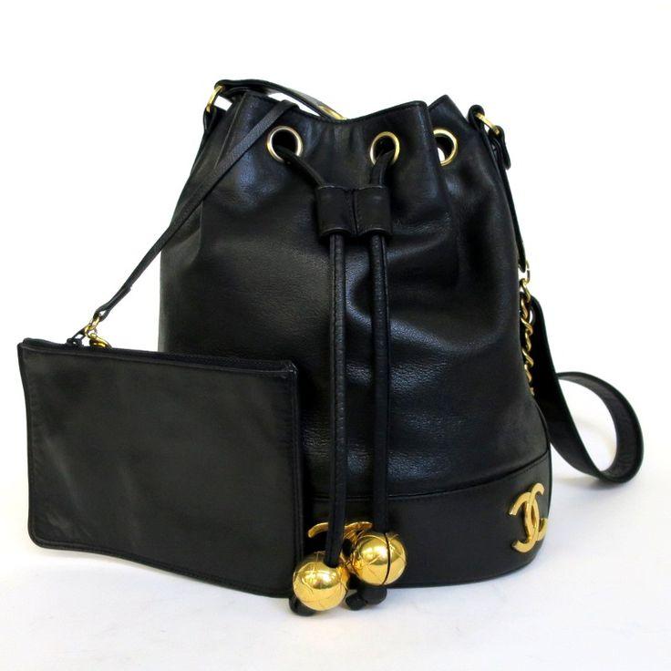 【中古】CHANEL(シャネル) 巾着型 チェーン ショルダー バッグ ポーチ付 ラムスキン ブラック ゴールド金具/ボール型のチャームとココマークがゴージャス感をアップしてくれます。//新品同様・極美品・美品の中古ブランドバッグを格安で提供いたします。