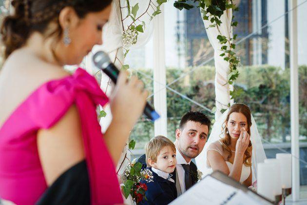 Las lecturas para bodas civiles suelen contar con anécdotas divertidas y también momentos sensibles.