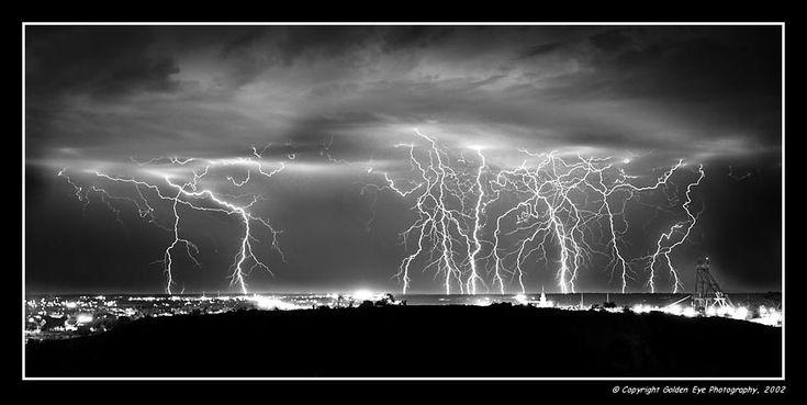 A thunderstorm approaching Kalgoorlie, Western Australia