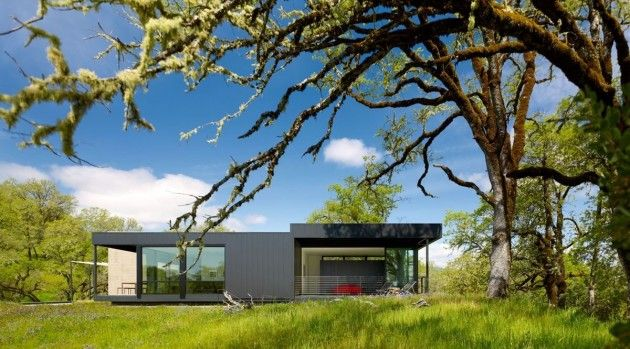 Marmol Radziner has designed the Long Valley Ranch House in Mendocino County, California