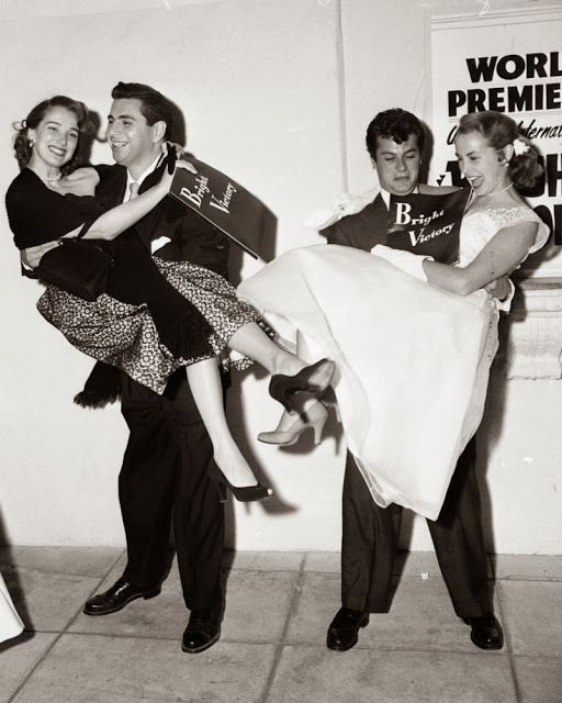 Julie Adams, Leonard Stern, Tony Curtis andJanet Leigh at the Bright Victory premiere, 1951