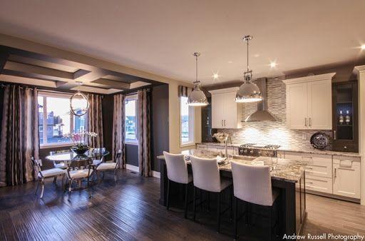 Spacious kitchen / dinning area