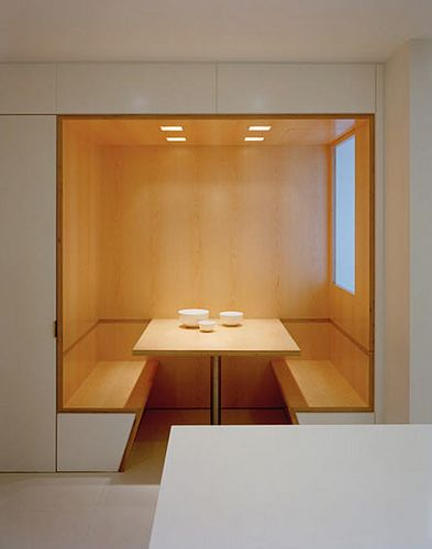 Sharp and clean detailling of a built-in dining table by Shelton, Mindel & Associates.