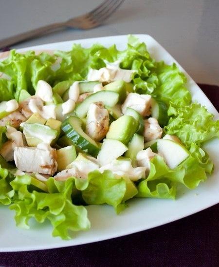 Салат из курицы с авокадо