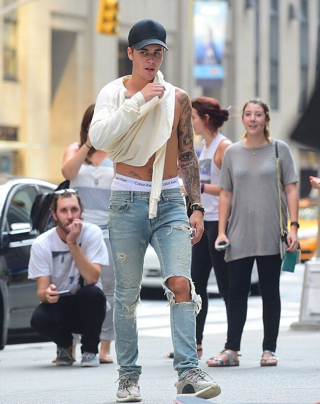 Justin Bieber In Ripped Faded Jeans Distress Ripped