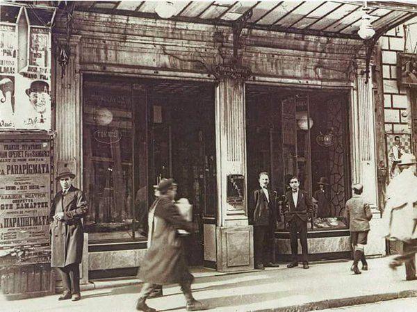 Afişler, insanlar ve İstiklal Caddesi (1930'lar) #istanbul #istanlook #birzamanlar