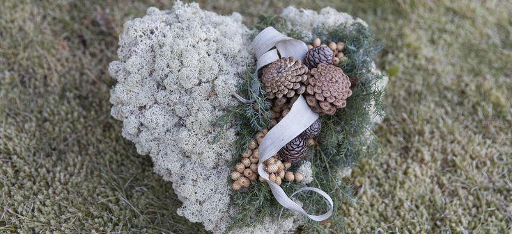 Søndag 1. november er det Allehelgensdag, en dag mange ønsker å pynte gravstedet ekstra fint og hedre de kjære som har gått bort. Se våre kranser og hjerter av naturmateriale.