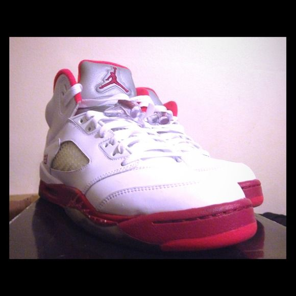 Girls Jordan 5 strawberries 7y Girls Air Joran 5 Strawberries size 7 10/10 condition . No flaws og everything worn 1x more pictures available on request . Feel free to offer . Nike Shoes