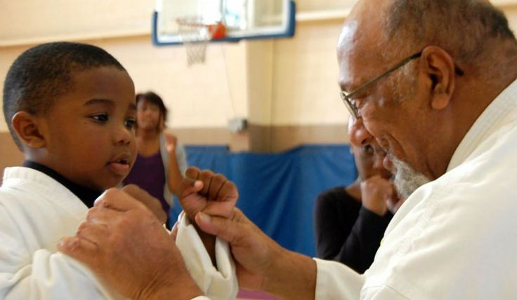 Douple amputee shares faith, encouragement through martial arts – By Avery Wilks Ulysses Cornelius greets each child with a hug and a peppermint as they enter the gym. He pulls a composition notebook from the side of his wheelchair so each can sign in. It's the third Saturday of the month, so Cornelius, a 59-year-old double amputee, is teaching karate at the Leroy Moss Community Center in North Columbia where he has volunteered for several years. See... #believe #doupleamputee ...코리아바카라