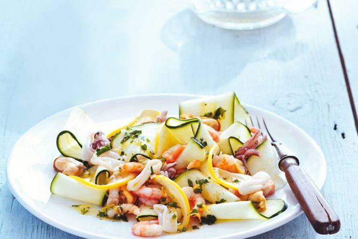 Courgettesalade met fruits de mer - Recept - Allerhande