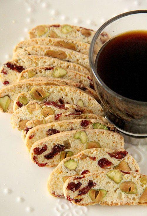 Biscotti cu merisoare si fistic - Elle.ro