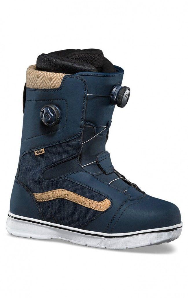 Aura snowboard boots for men by Vans.