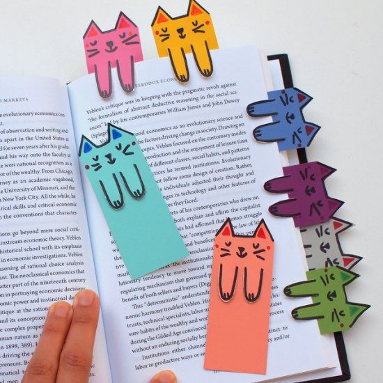 Cat and book lovers unite! These cute cat bookmarks are colorful, fun, and free to make!