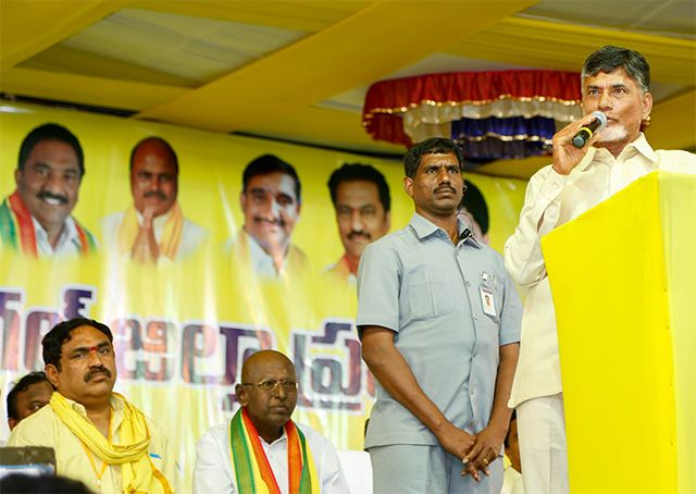 Let's resolve all issues, Naidu's appeal to KCR - read complete News click here.... http://www.thehansindia.com/posts/index/2015-02-13/Let%E2%80%99s-resolve-all-issues-Naidu%E2%80%99s-appeal-to-KCR-131176