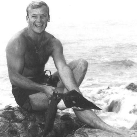 Actor S1c Aldo Ray US Navy (Served 1944-1946) Short Bio: Born Aldo DaRe, he was singled out by a Hollywood scout who at first was interested in his brother Guido, but Aldo seemed to have a better voice (his mother always told this story). In 1944, at age 18, he entered the Navy, serving as a frogman until 1946; he saw action at Okinawa with UDT-17.