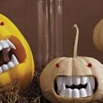 small pumpkin + plastic teeth and large red push pins = simple and spooky halloween decorations