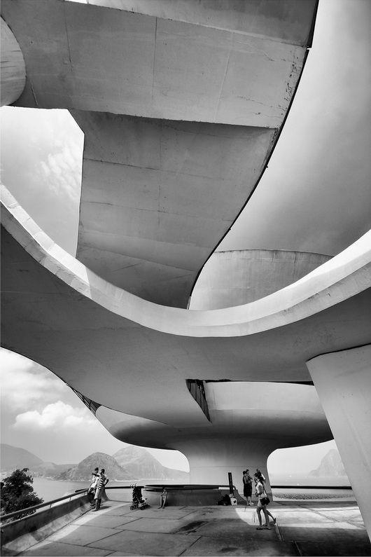 Oscqr Niemeyer, Niterói Contemporary Art Museum, Rio de Janeiro, Brazil. 1996. / photo by marcelo nacinovic