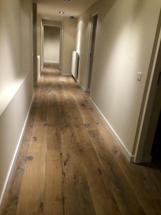 Robuuste eiken houten vloer met een white wash afwerking
