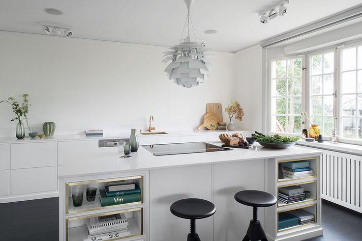 Modernt kök med köksö från Ballingslöv. Köksluckan Bistro i färgen vit - Fredrik Paulún | Ballingslöv