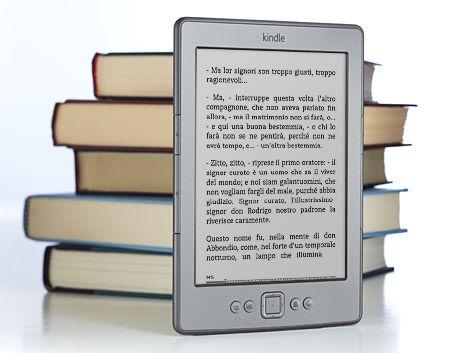 Kindle, lettore di contenuti elettronici, in primis i libri, ma anche giornali, riviste, pdf, etc. Fa parte della categoria più ampia di e-reader e come tale sta cambiando il mondo dell'editoria. Questi device, infatti, sono delle innovazione straordinarie che permettono di stipare in un piccolo oggetto molto leggero migliaia di libri e di averli sempre a portata di mano. In futuro, molto probabilmente, genereranno nuovi trend anche dal punto di vista dei contenuti stessi.