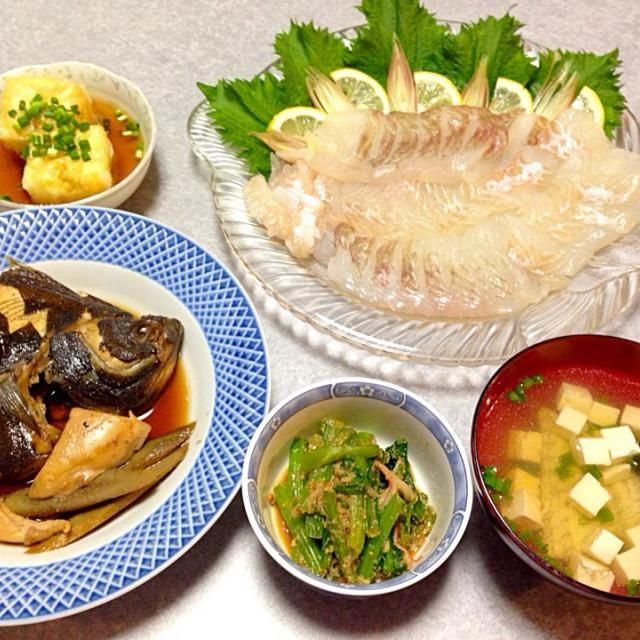 カレイの刺身、 カレイの煮付け、 カレイのお吸い物、 小松菜の胡麻和え、 揚げ出し豆腐 です。 - 10件のもぐもぐ - カレイ三昧の晩ご飯 by Orie Ueki