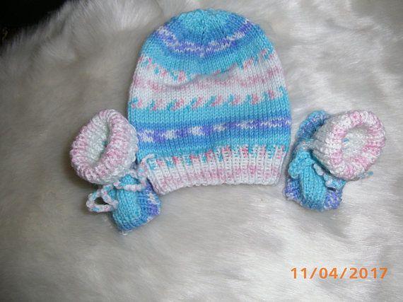 Für kleine Jungs , Mütze mit Stiefelchen in hellblau im Farbverlauf, Fußlänge 7cm, Babywolle Polyacryl, 30 Grad waschbar